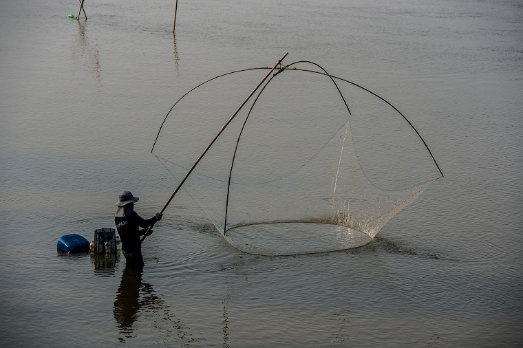 The Greater Mekong Subregion Atlas of the Environment estimates that the Mekong River Basin supports a fishery of about 2.3 million tons per year valued at some $2 billion. Photo: ADB.